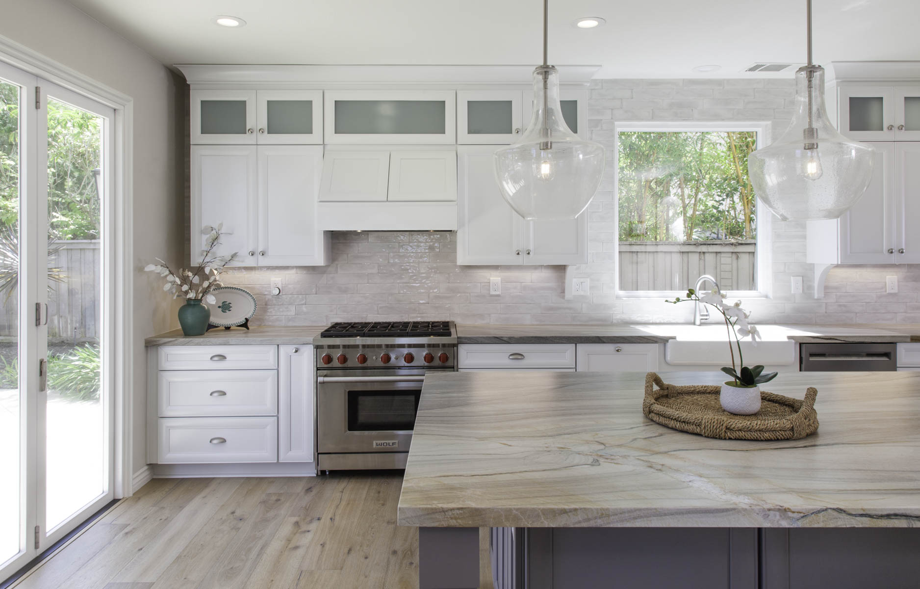 Hanging pendant lights and leather finish on quartzite countertop